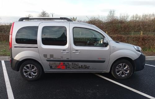 Renault Kangoo décaissé pour le transport d'un fauteuil roulant